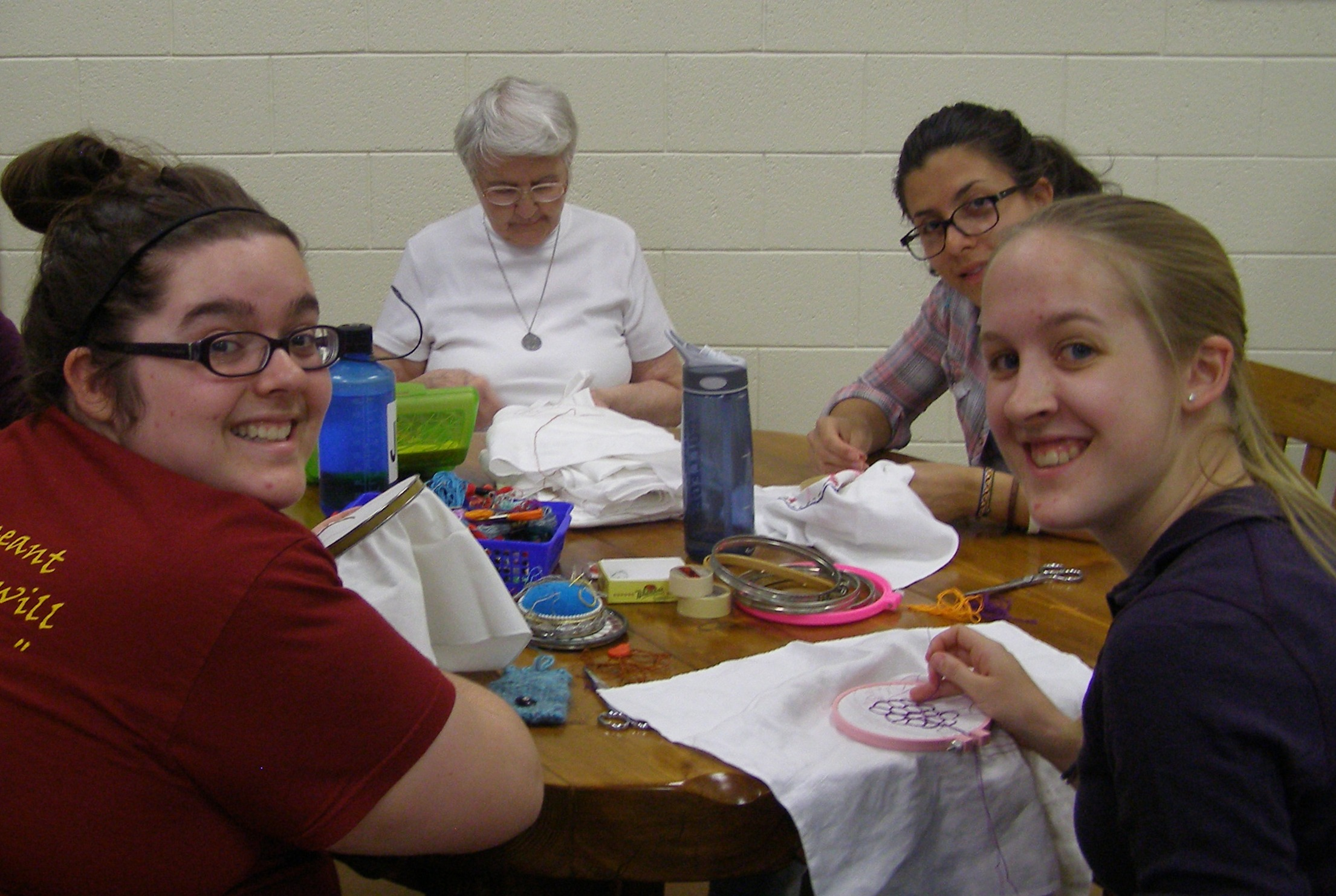 Dolores-and-embroidery-students